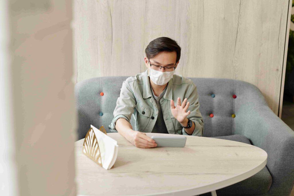 employee socializing online